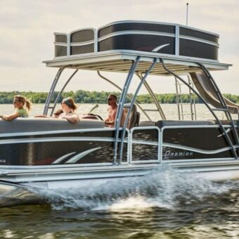 A premier slide boat, one of State Park Marina's options for Table Rock Lake boat rentals