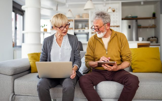 Weekend reading financial conversations couples