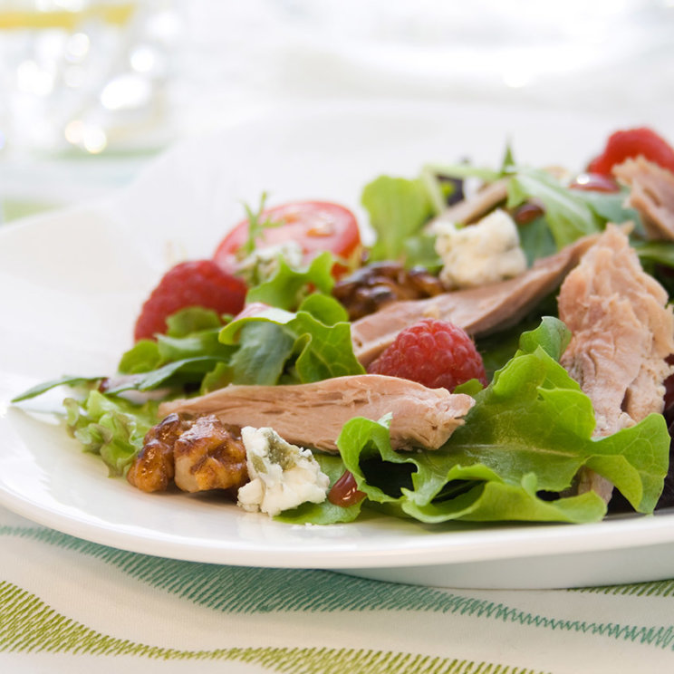 Duck salad with rasberries