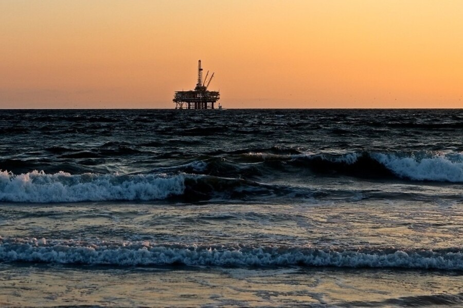 FF oil rig 700x466 1