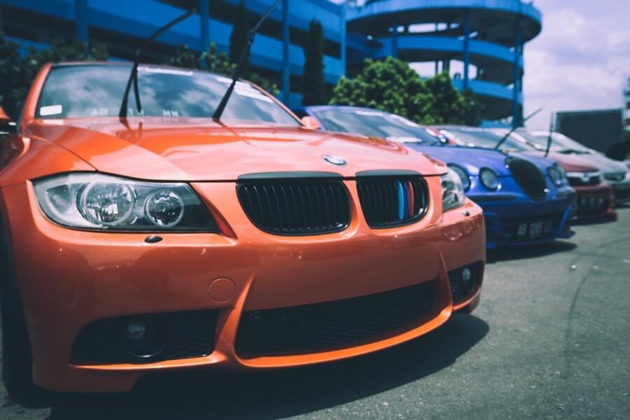 Automobiles_Cars_Bmw_Sales_Lot