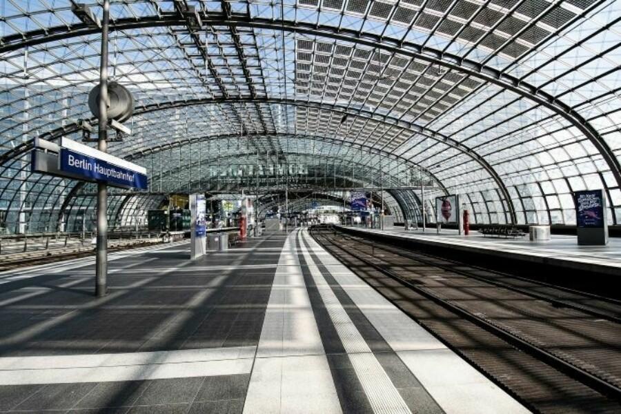 Berlin hauptbahnhof tracks 700x467