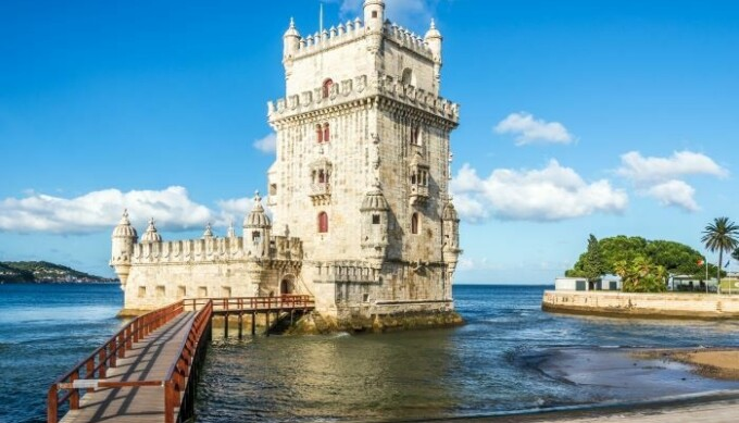 Tower moat Belem 700x467