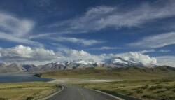Road to mountains 700x467
