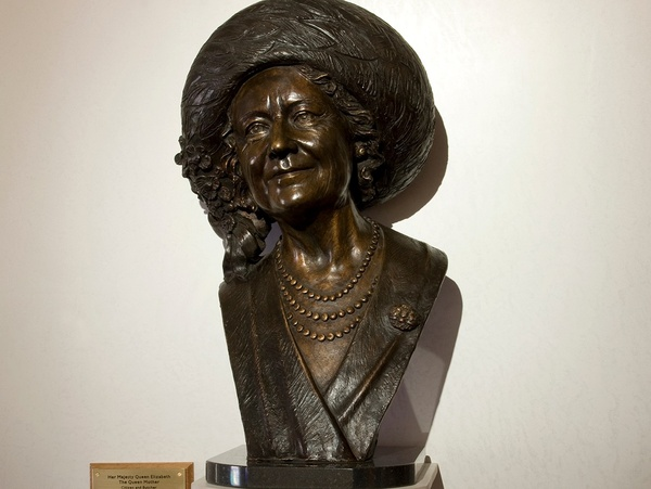 queen mother bust