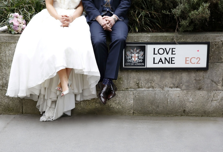Butchers' Hall - Bride and groom at Love Lane, London