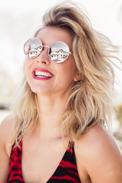 Op zoek naar een goede zonnebrillen website, waar moet je op letten?