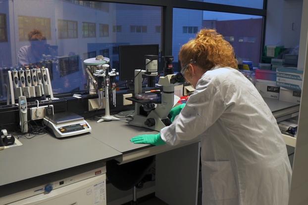 Scientist working in a Johnson & Johnson lab.
