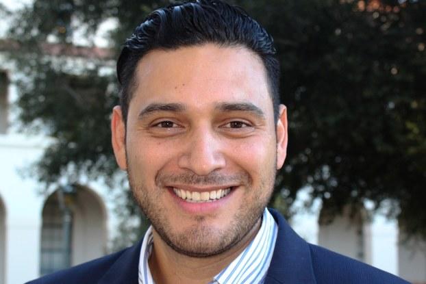 Headshot of Roberto Martinez, Grow with Google digital coach.