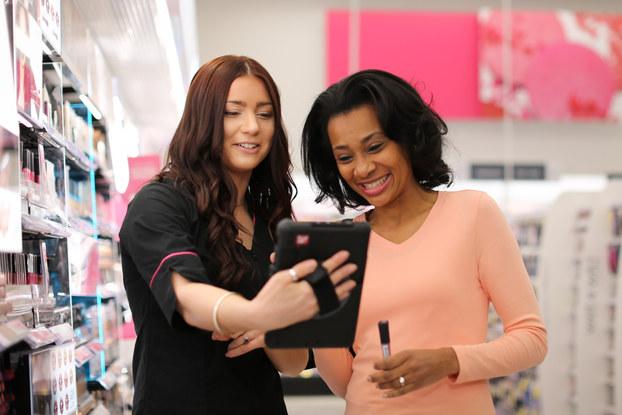 walgreens employee helping a customer