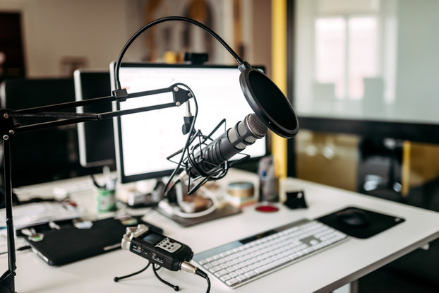 podcast microphone and computer