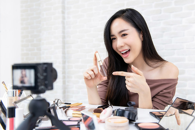 influencer showing makeup to a camera