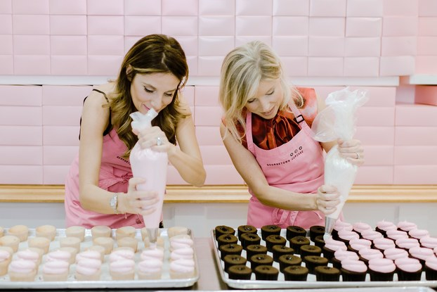 co-founders of georgetown cupcake frosting cupcakes