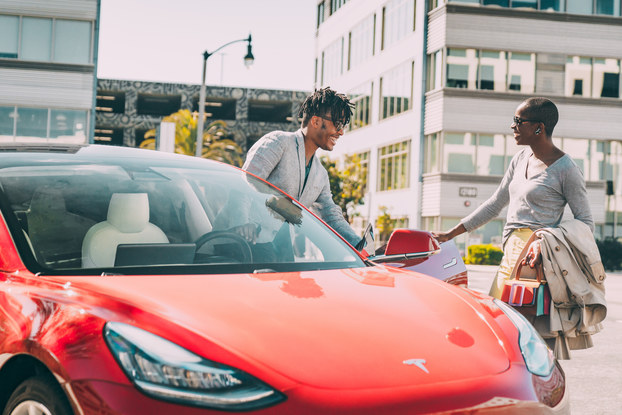 two people exchanging keys to share a car for turo