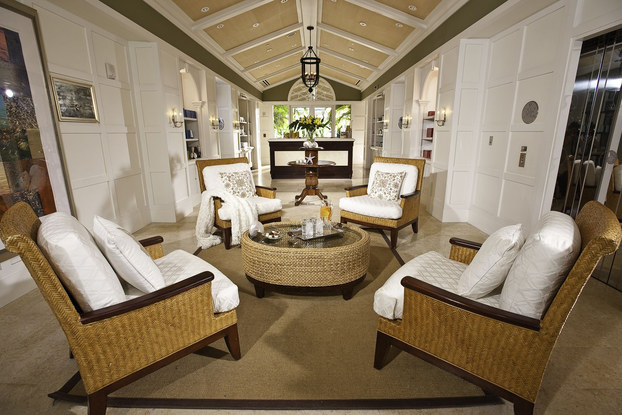sandals spa sitting area