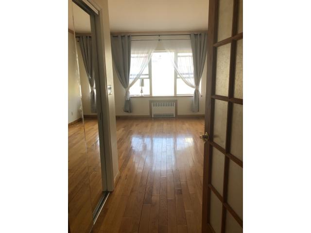 No Broker Fee! Newly renovated 2 bedroom 2 bathrooms duplex apartment for rent in Manhattan Beach.