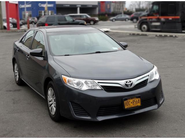 Продаётся Toyota Camry 2012