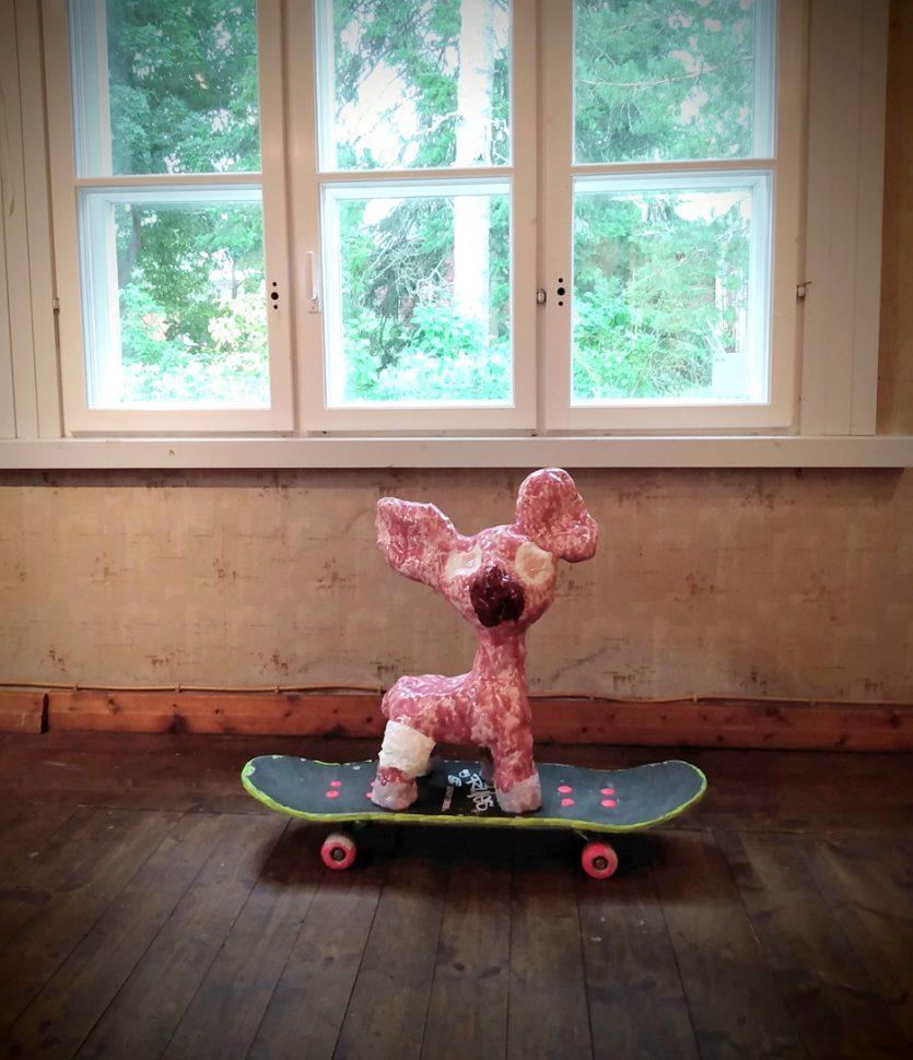 Skeittaava Bambi|Anoschkin Galleria Koivulinna