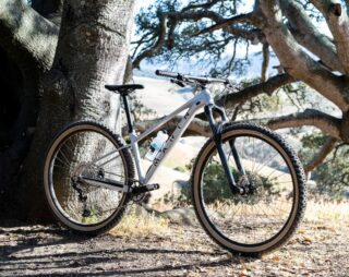 Front 3/4 image of the Marin Team Marin 2 mountain bike