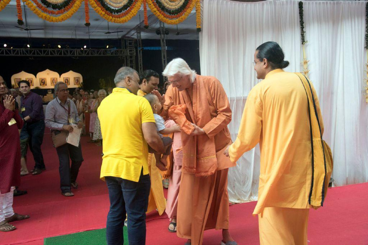 Brother Chidananda In Mumbai For Blog November 10 Blessing Baby