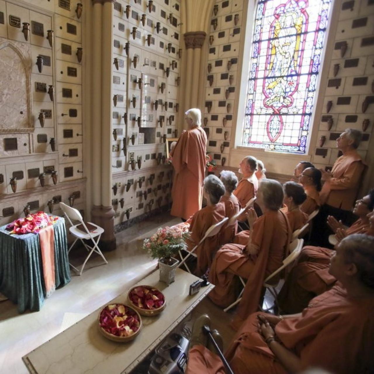 Mminterment Monastics