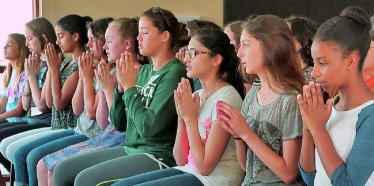 Programs For Youth Youth Praying