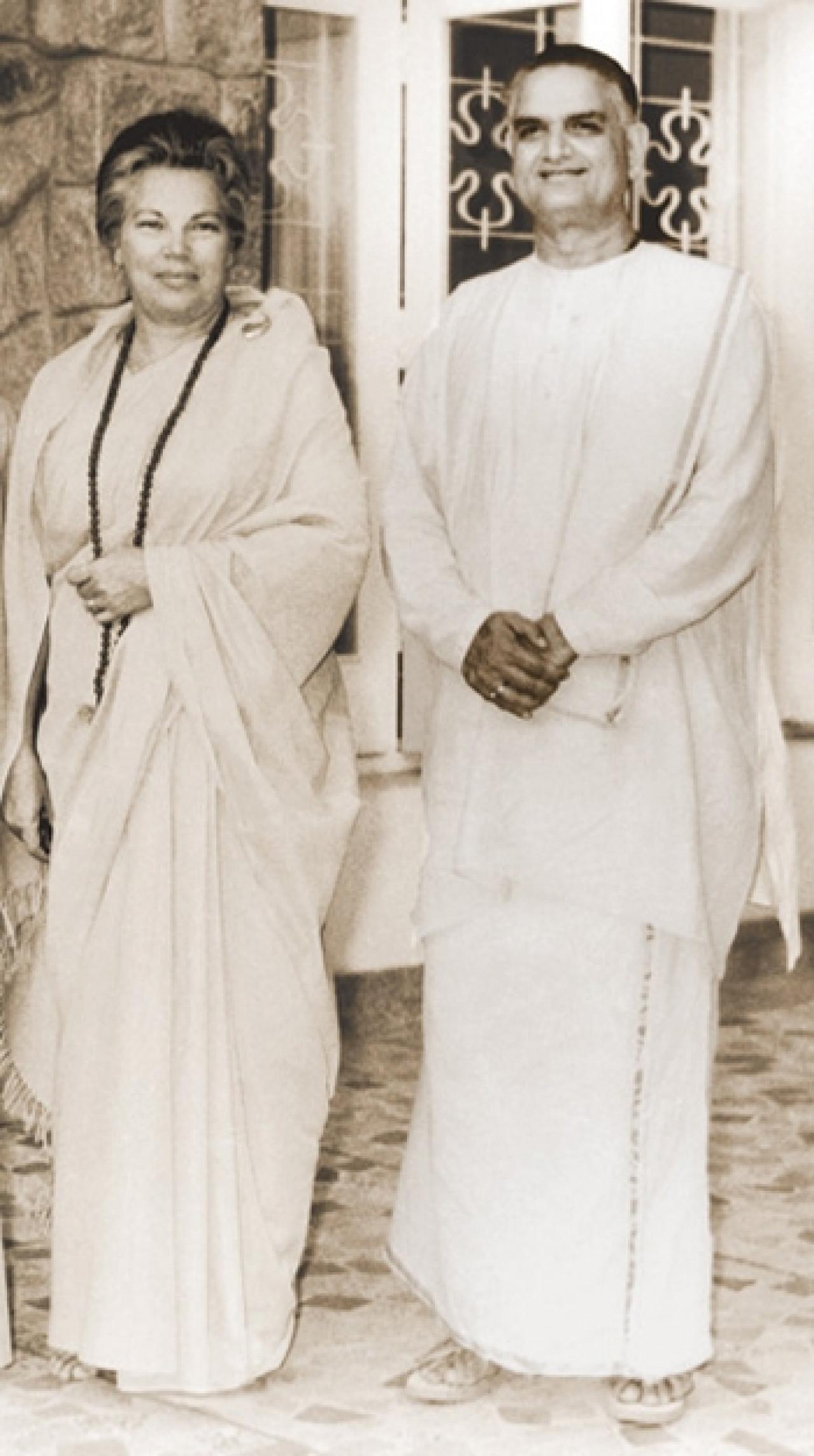 Sri Daya Mata And Swami Shyamananda During Tour Of South India