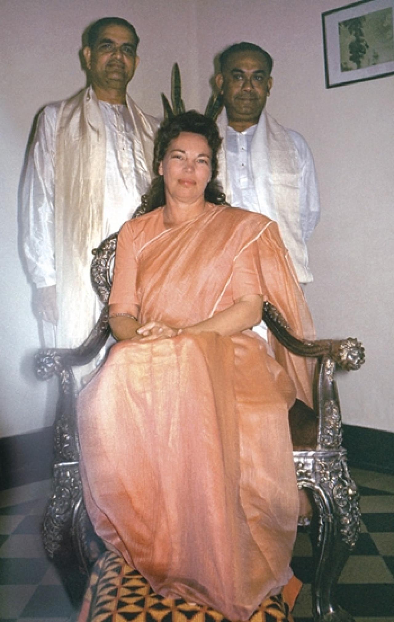 Sri Daya Mata With Swami Shyamananda And Sri Banamali Das