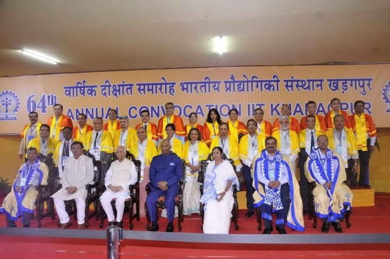 The President Of India Seated Front Row Center With Recipients Of Iit Kharagpur'S