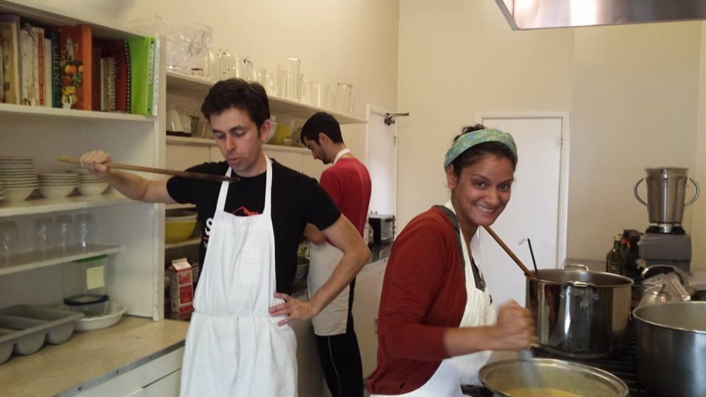 Hollywood Temple Volunteers In Kitchen