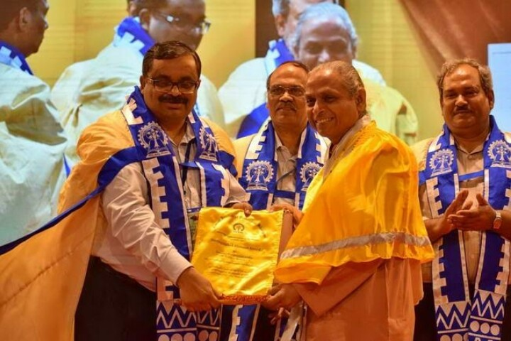 Swami Smaranananda Receiving Award
