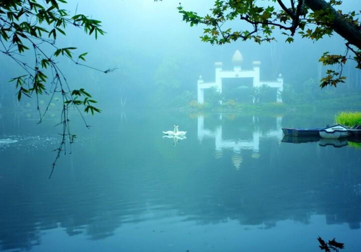 Lake Shrine Mist On Lake 1280 Px Ls 4656Adjust Lab Compressed