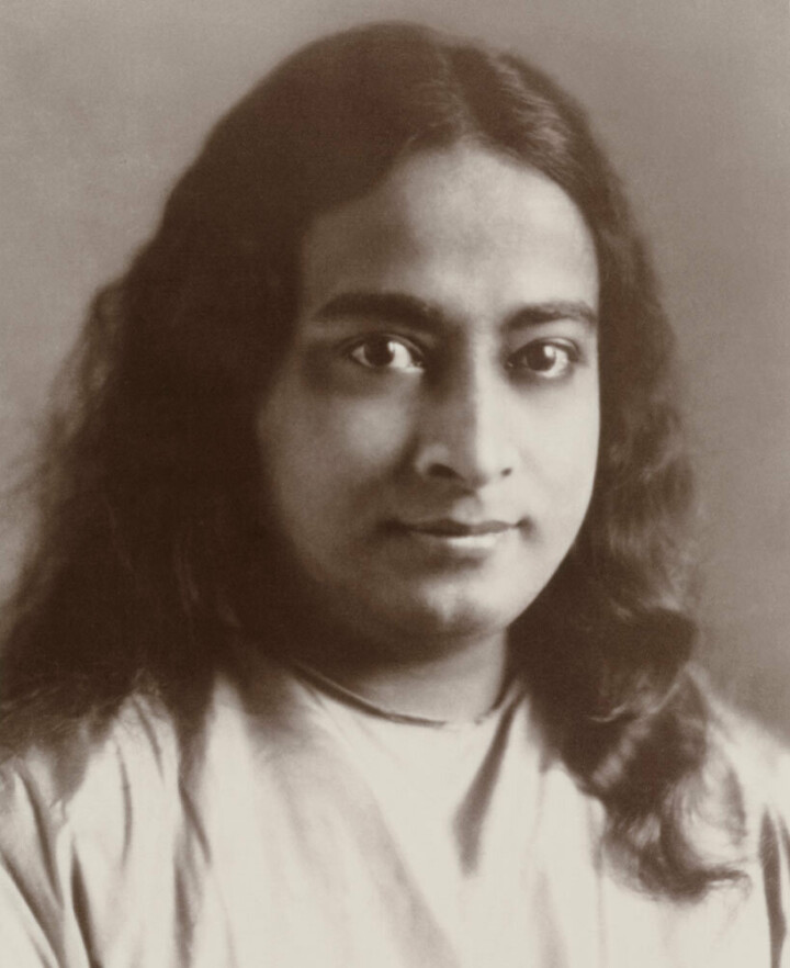 Paramahansa Yogananda without gold lotus 050321