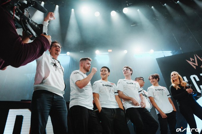 Dallas Empire celebrating at Call of Duty League Home Series.