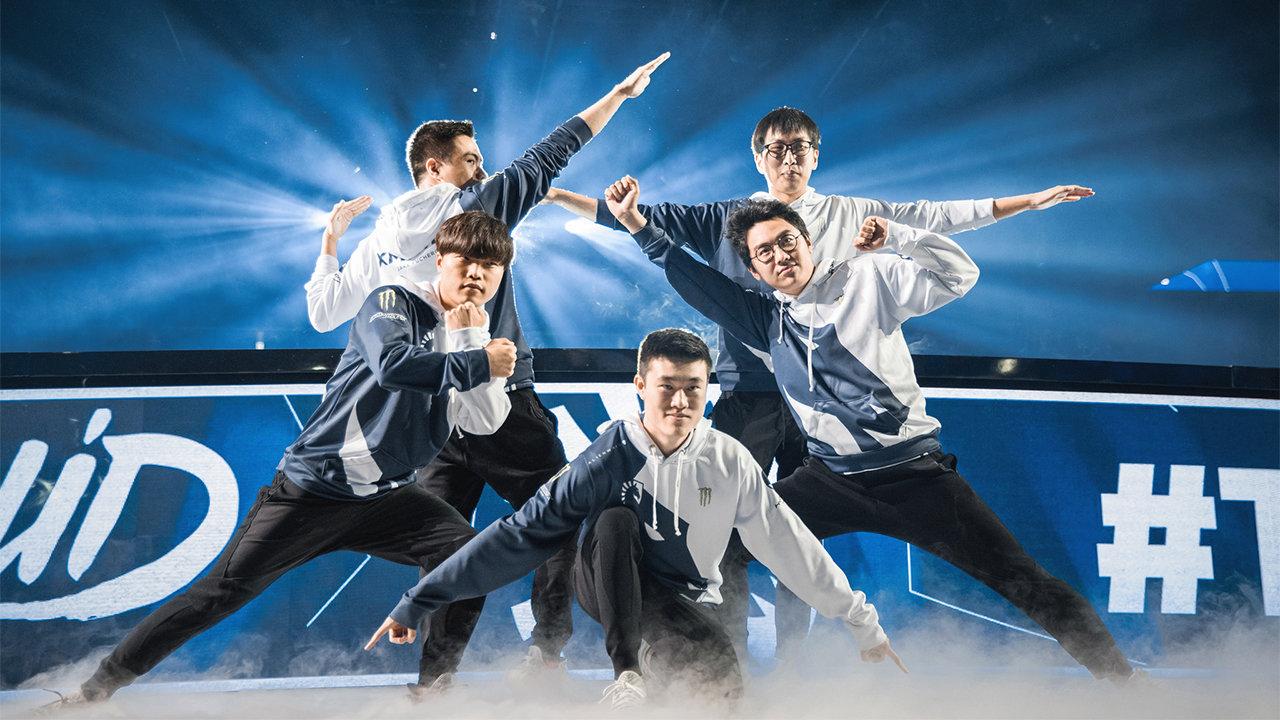 Team Liquid League of Legends pose at LCS finals 2018