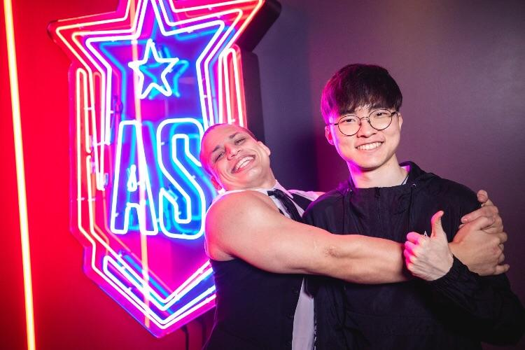 Tyler1 hugging Faker at League of Legends All-Stars 2019