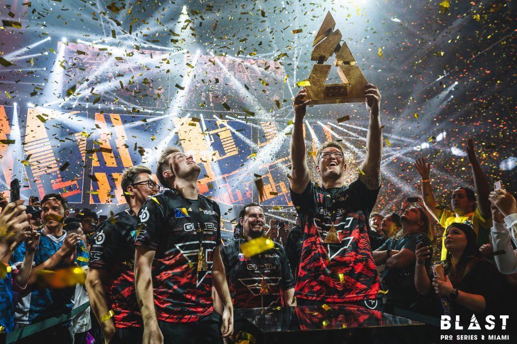 FaZe Clan CSGO holding BLAST trophy