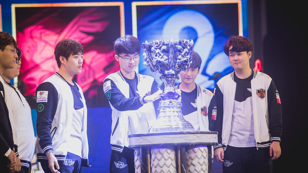 Faker with the Summoner's Cup.