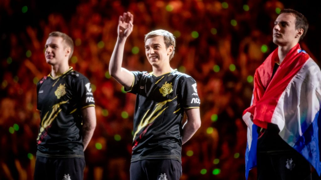 Caps and Perkz standing on the Worlds final stage