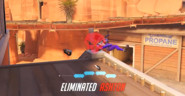 Doomfist eliminates Tracer thanks to a little pole on Route 66