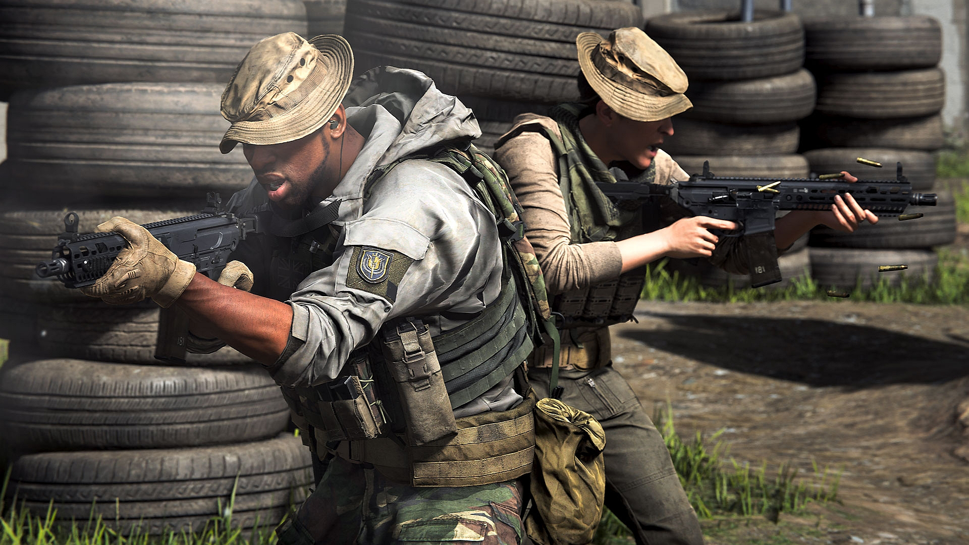 Modern Warfare two players standing back to back in Gunfight