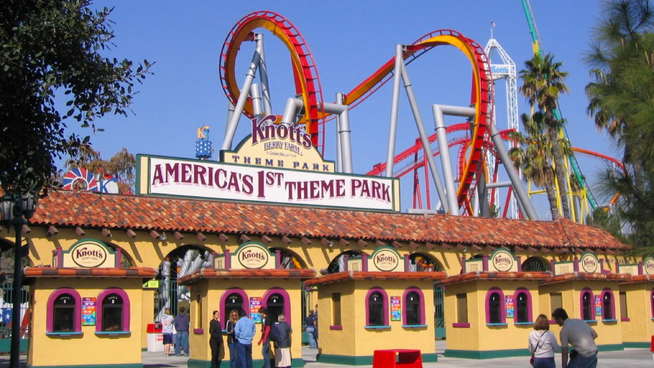View of outside Knott's Berry Farm in California