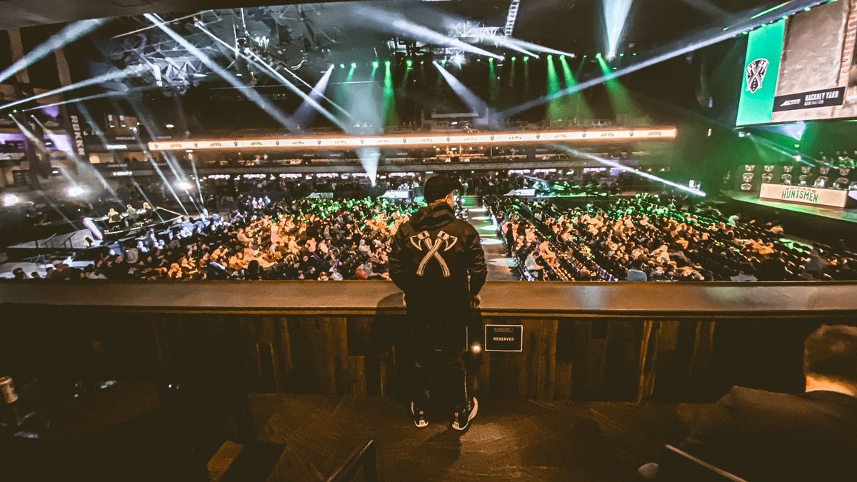 H3CZ watches over Chicago Huntsmen at the Armory