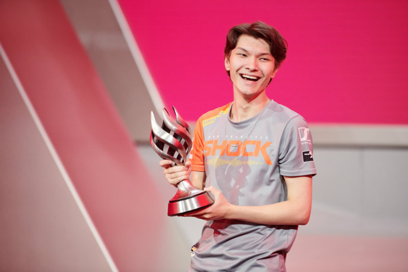 Overwatch League awards Sinatraa of the Shock the 2019 MVP award