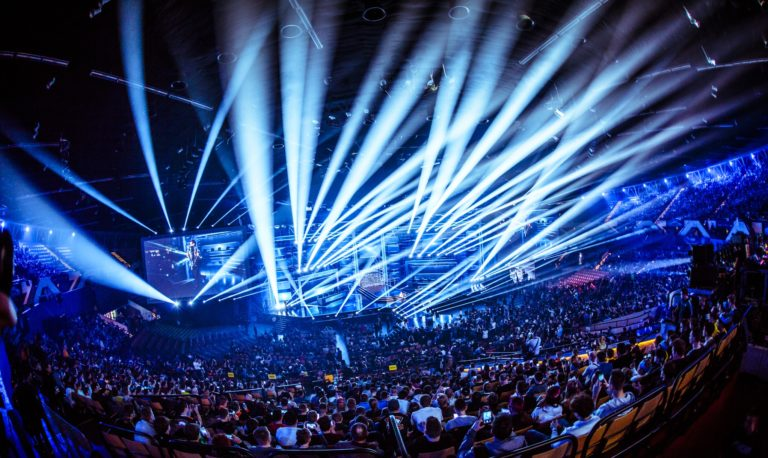csgo crowd with blue lights