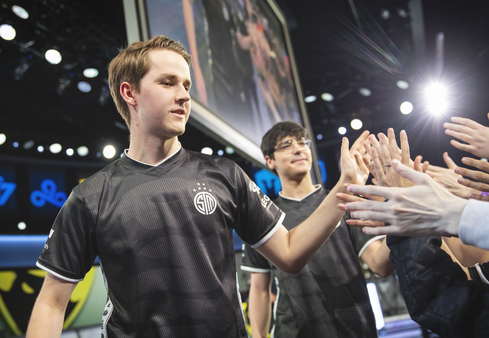 Kobbe high fiving TSM fans during LCS