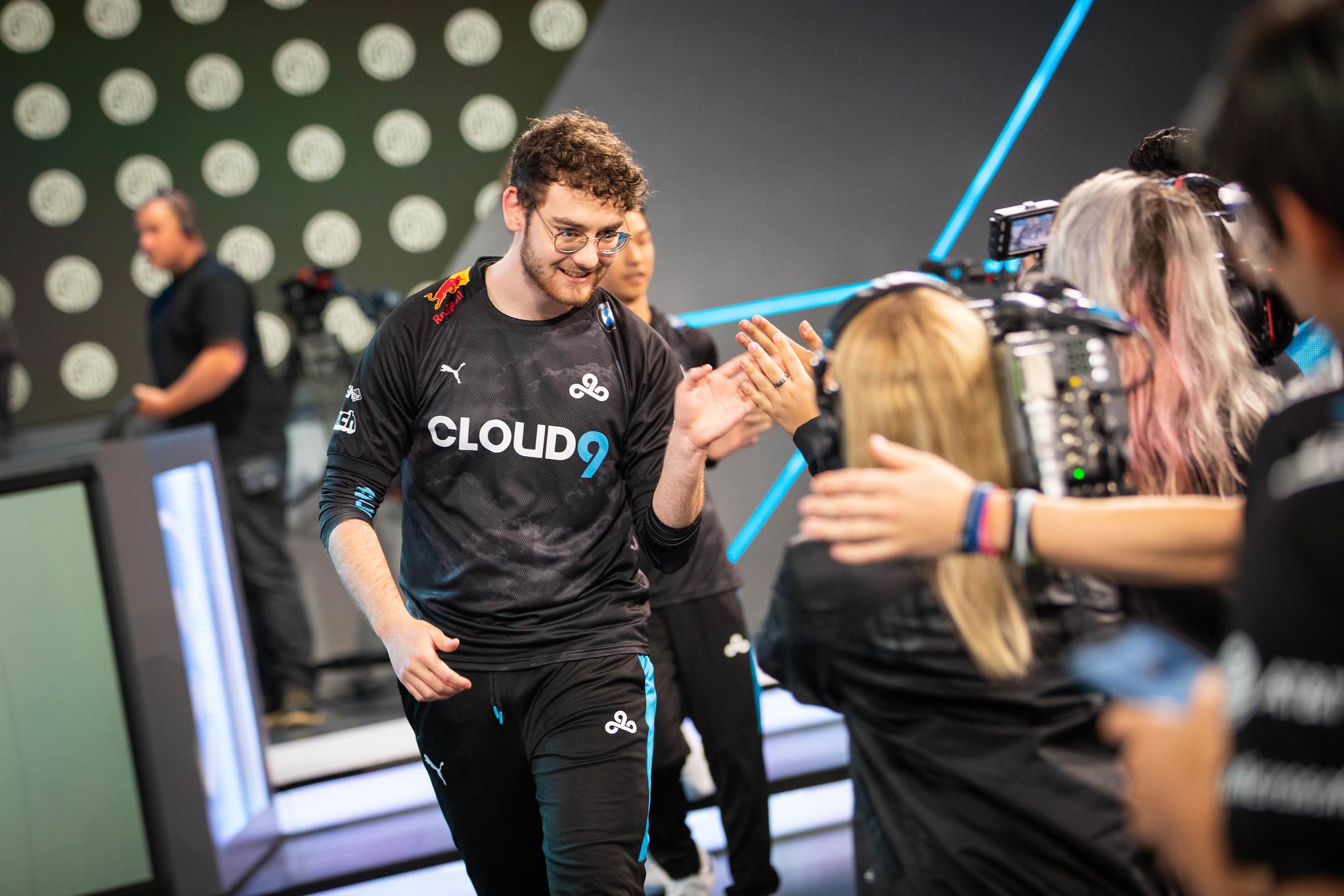 Vulcan high fiving Cloud9 fans at LCS