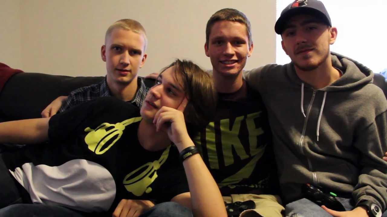 Jericho, MuzzaFuzza, GoldGlove, and Tmartn at Gamer Shore house