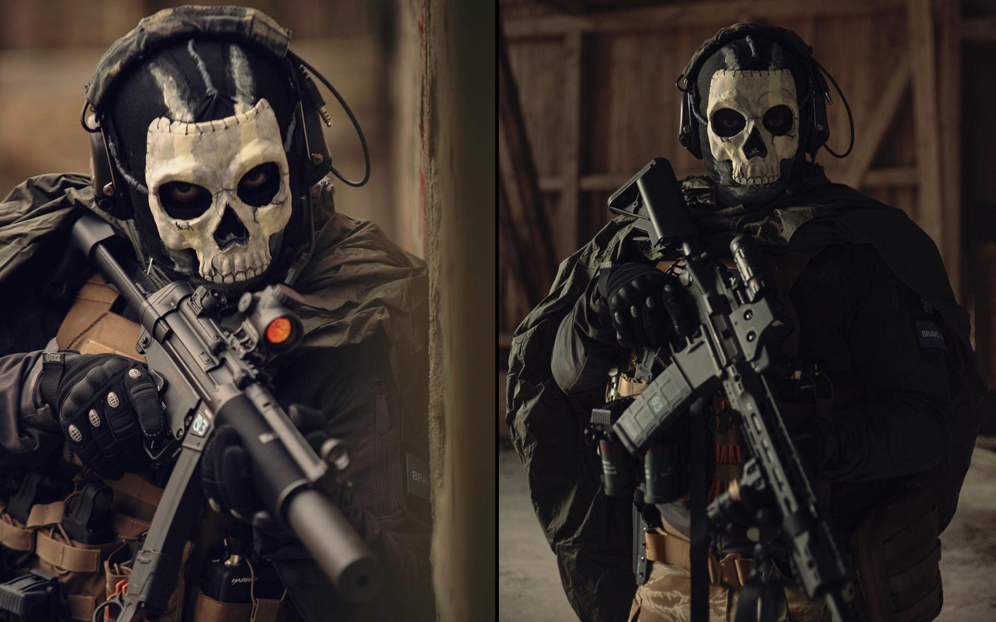 Modern Warfare's Ghost Operator cosplay.