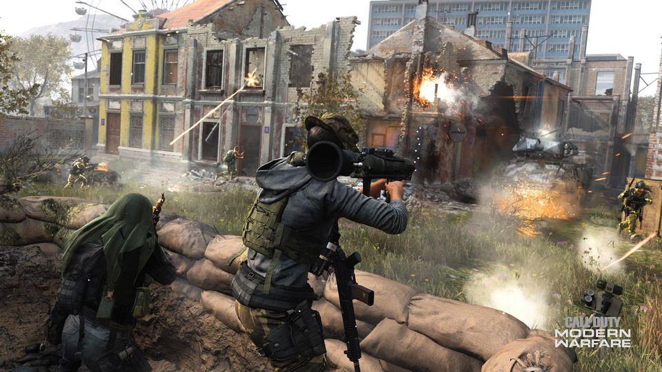Players shooting at enemies in Modern Warfare.
